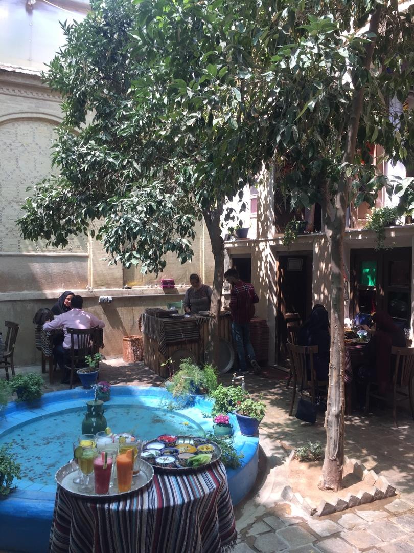 Шираз и самолет на остров Киш. Parhami Traditional House