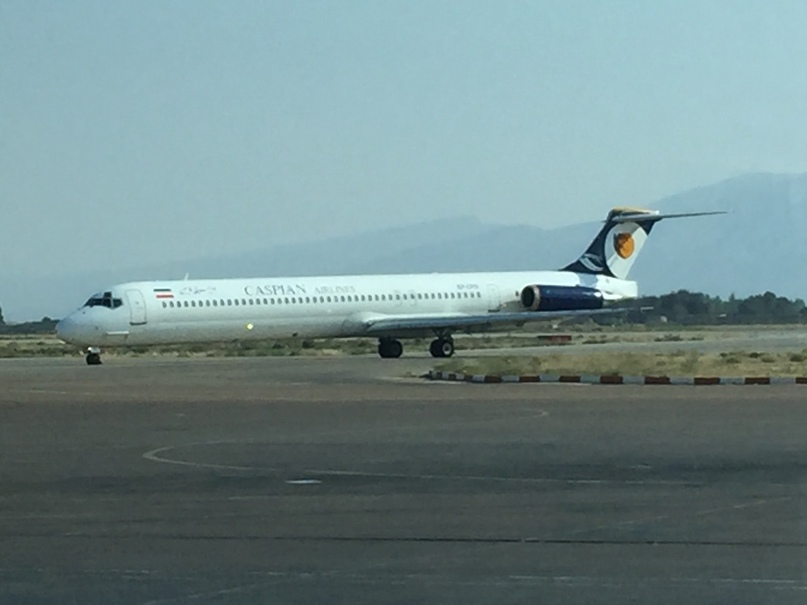 Шираз и самолет на остров Киш. Самолет MD-83