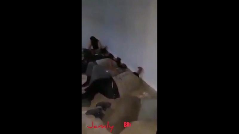 Боевики ИГ ожидающие обмена на женщин и линией из Сувейды