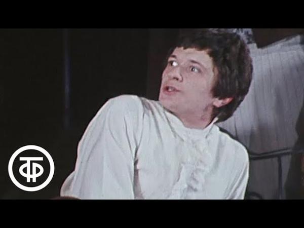 У театральной афиши. Дни Турбиных, «Хармс! Чармс! Шардам!, или Школа клоунов»... (1982)