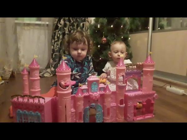 Большом Замке для кукол FunVille Sparkle Girlz