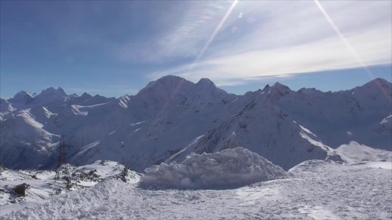 Большой Кавказ . Мы скатываемся по склону Чегета. Январь 2018 г.