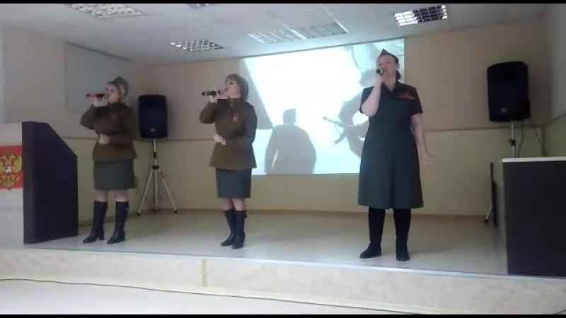 Вокалисты Дома офицеров Рощинского гарнизона. Выступление в госпитале.