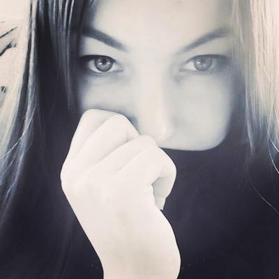 Оля Махракова