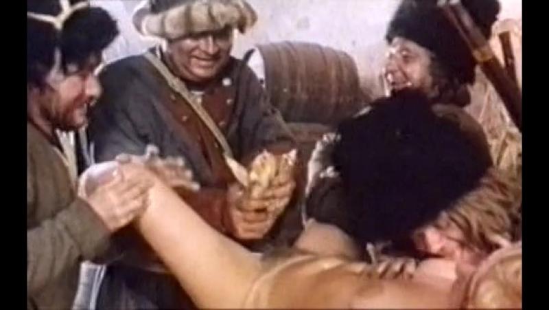 Казаки насилуют девушку початком кукурузы (засунули початок в пизду, пустили по кругу)