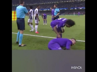 Expulsión de Juan Cuadrado y pelea con Sergio Ramos Real Madrid 4 -Juventus 1 UCL FINAL.mp4