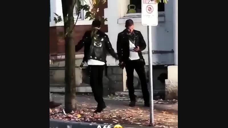 Cтивен Амелл и Грант Гастин на съёмках кроссовера 2018