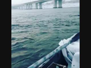 Ловля хариуса с Лодки зимой .