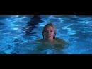 Скарлетт Йоханссон голышом в бассейне