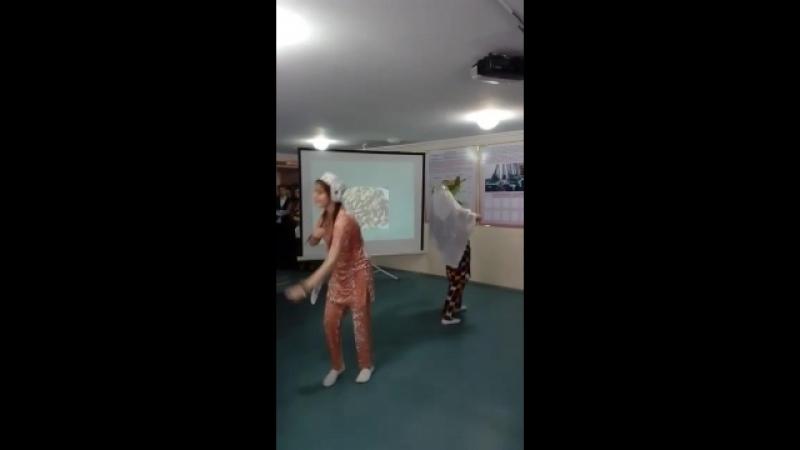 узбекский танец с праздником народ))