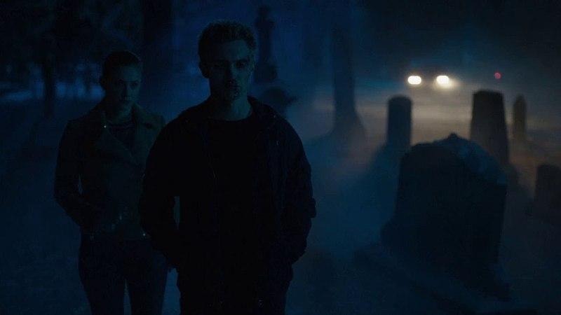Черный капюшон получил желаемое. Отец Кевина покидает пост Шерифа.Ривердейл 2 сезон 19 серия