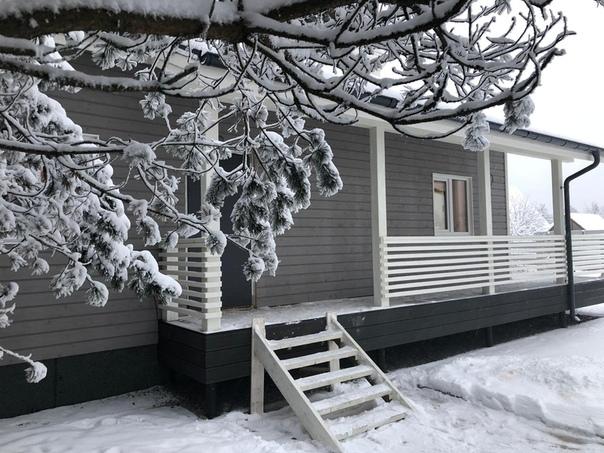 Приятно, когда заказчики делятся фотографиями дома! Спасибо Николаю - встречайте зимние фото дома в Орехово 👌🏻 Планировки, цена, много фото - здесь https://ultrasip.ru/doma/obektyi/skandinavskij-odnoetazhnyij-dom-iz-sip.html