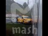 """В Балашихе водитель """"Яндекс-такси"""" врезался в электричку"""