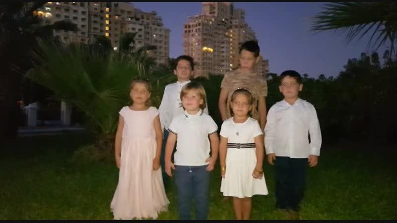Внучки и младшие сыновья Исмагила Шангареева поздравляют