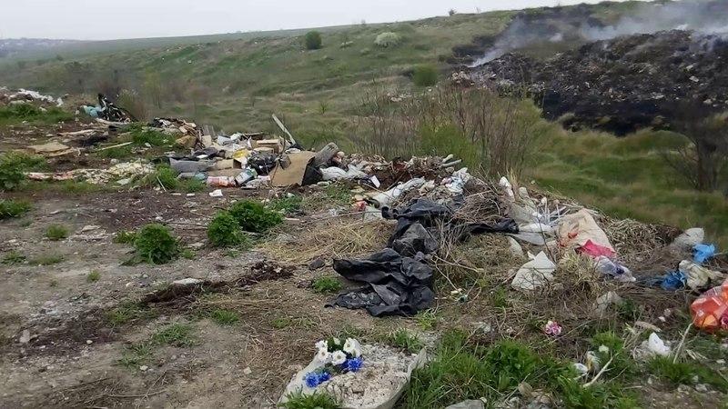 Сжигают мусор на кладбище Симферополь