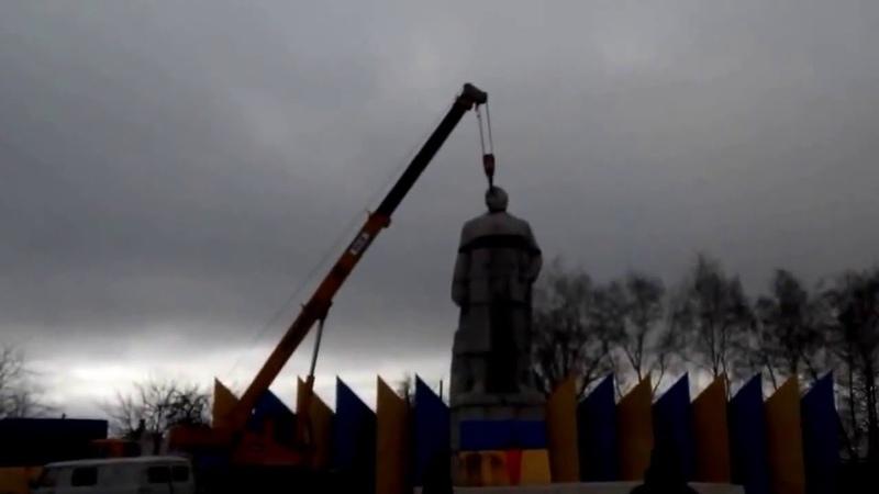 В Лисичанске В И ЛЕНИНУ оторвали голову