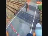 Старушка прошла в сантиметре от скоростного поезда
