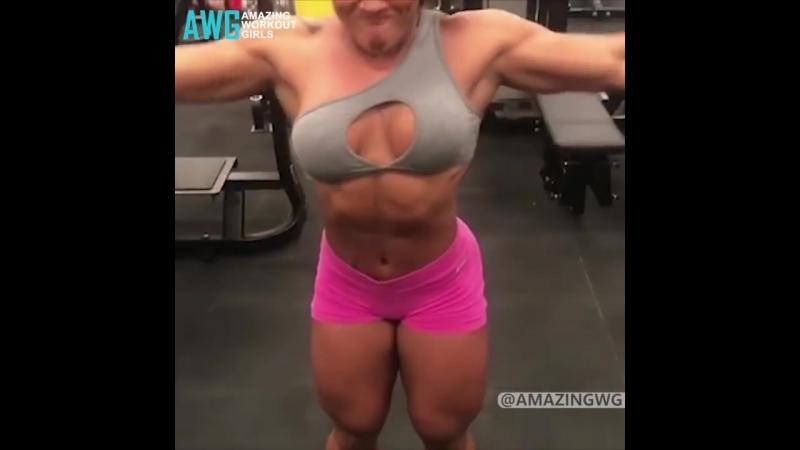 Amazing Muscular Legs - Alessandra Alvez Lima