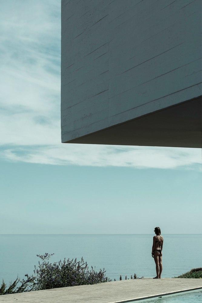 AV HOUSE / Cristián Romero Valente