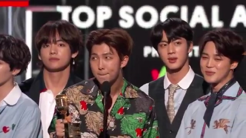 The award for Top Social Artist presented by @23andMe goes to... @BTS_twt! BBMAs