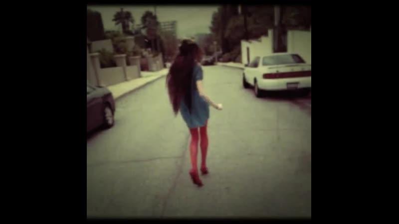 Ciscandra Nostalghia - Instagram - Walking