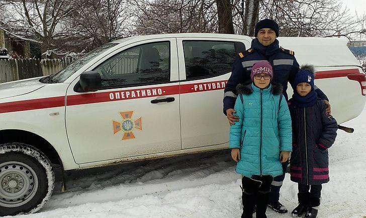 Краматорский пожарный спас двух девочек провалившихся под лёд