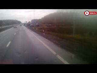 Почтовый грузовик снес «ГАЗель» на трассе М-5 под Челябинском