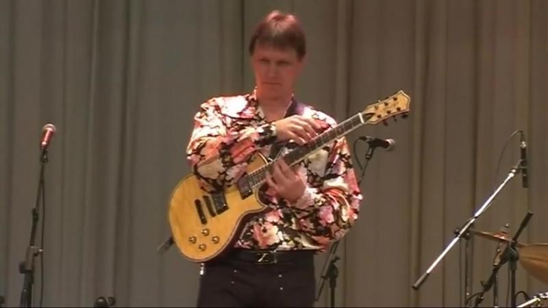 Vitaly Makukin - Ukrainian Pot-Pourri - Виталий Макукин Украинское попури (guitar tapping)