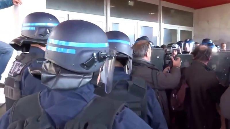 La police cogne les étudiants devant la fac de droit de Strasbourg