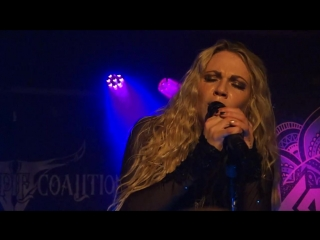 KOBRA AND THE LOTUS - Let Me Love You LIVE in Seattle