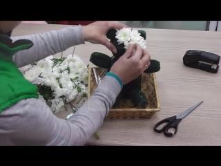 МК. Мишка из живых цветов. Как сделать игрушку из цветов!! Медведь из белой хризантемы..mp4