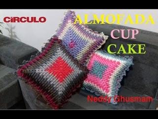 ALMOFADA CUP CAKE EM CROCHE POR NEDDY GHUSMAM