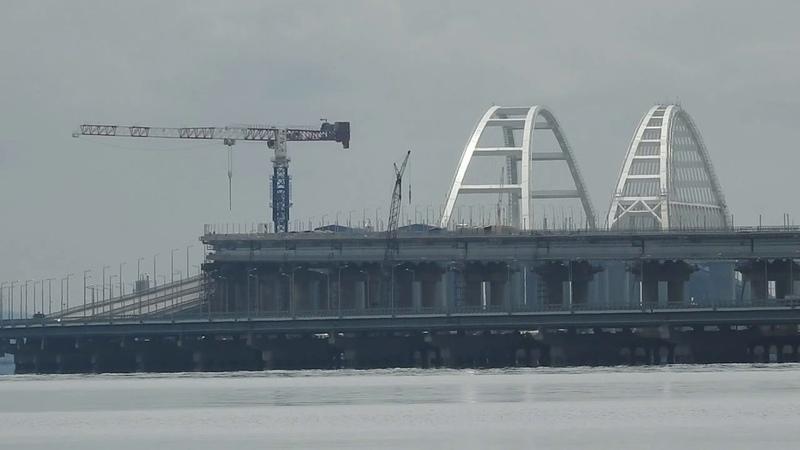 Набережная Керчи.Рыбный порт.Керченский мост с Утинки.16.04.2019.