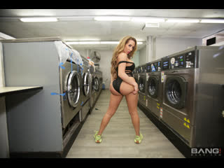 Richelle ryan - runs from the cops and gets her pussy fucked in a laundromat