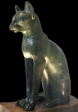 БОРЬБА ВАТИКАНА С КОШКАМИ В древнем Египте кошек почитали как воплощение духа богини Бастет. Даже их изображения были настолько святы, что когда персы вторглись в Египет в 525 году до нашей эры,