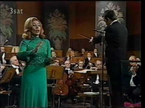 Maria Chiara - I Puritani - Vien diletto in ciel la luna (Rare video)