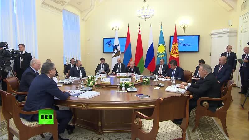 В.Путин принимает участие в заседании Высшего евразийского экономического совета