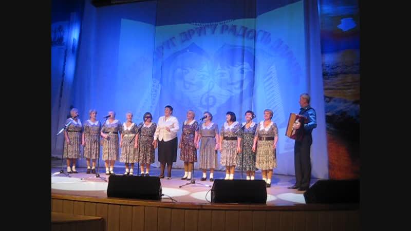 Кол - в Пинежского землячества исполняют песню о Северодвинске.