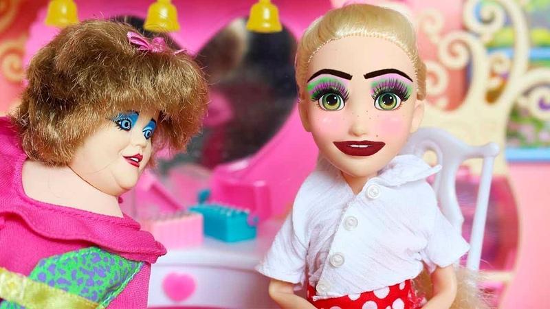 БАБУШКА НАКРАСИЛА МАШУ В ШКОЛУ Играем в куклы мама Барби