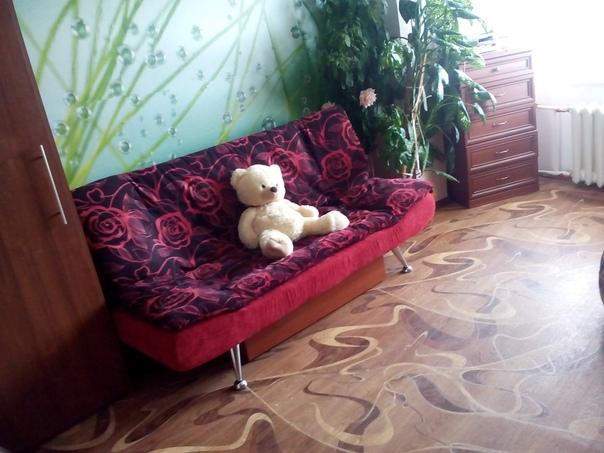 Срочно, в связи с перепланировкой продам диван - 4000р; стол с книжными полками (уже разобраны) - 4000р