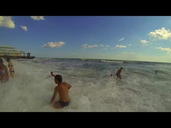 ЦУНАМИ В КРЫМУ Большие волны в Судаке затопило все пляжи