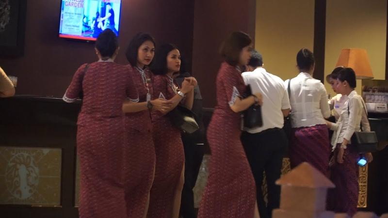 Pramugari Lion Air dan Batik Air saat Check In di Hotel