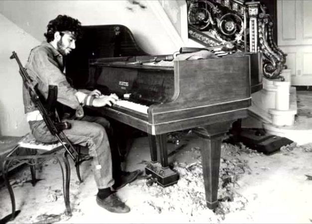 Кажется, пианино можно найти в любой войне 4 Ближневосточные конфликты