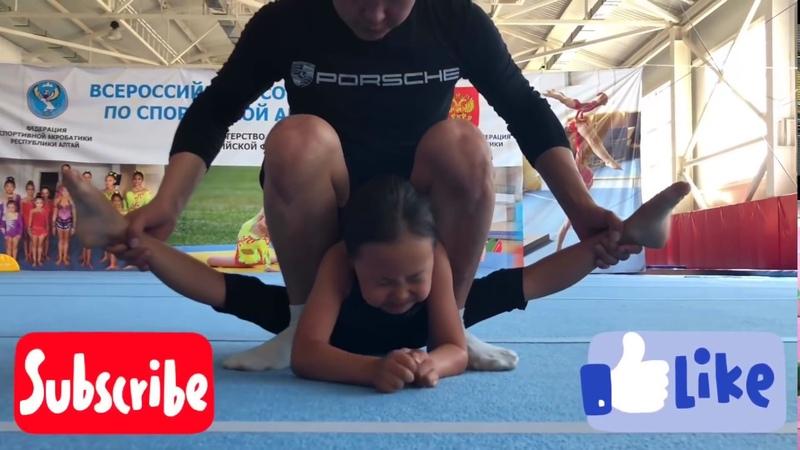 Растяжка акробатов в поперечный шпагат / Stretching acrobats into a cross-twine