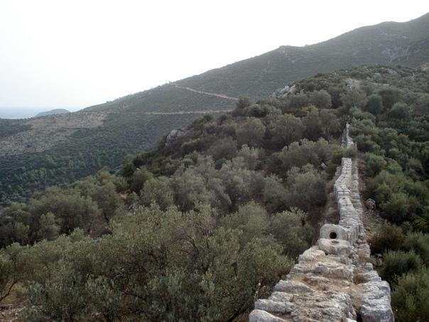 Каменные трубы в Патаре (Турция) Патара - это древний ликийский город, который находится на территории современной Турции. Считается, что его основал сын бога Аполлона по имени Патар. Самые