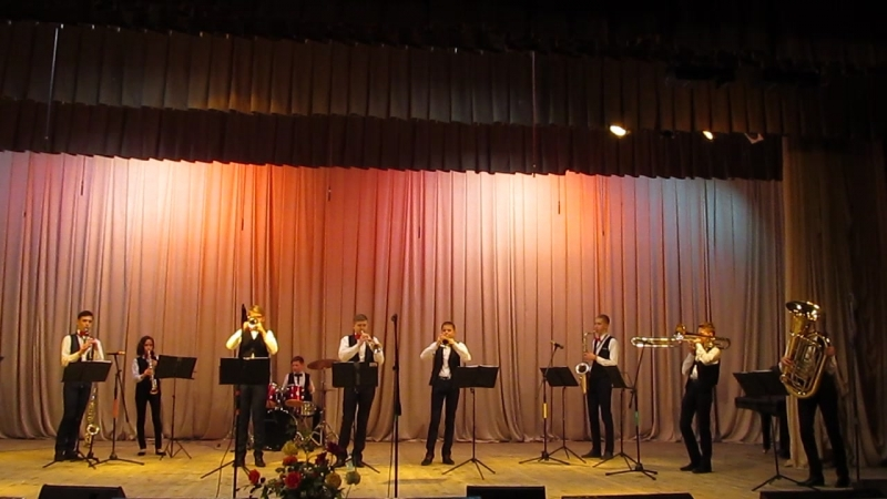 Happy marshing band. Образцовый эстрадный инструментальный ансамбль Tutti