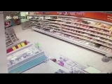 видео момента обрушения магазина Пятёрочка в Казани.😦