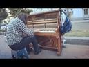 Пригласили уличного пианиста в ресторан. Играет до мурашек в конце видео.
