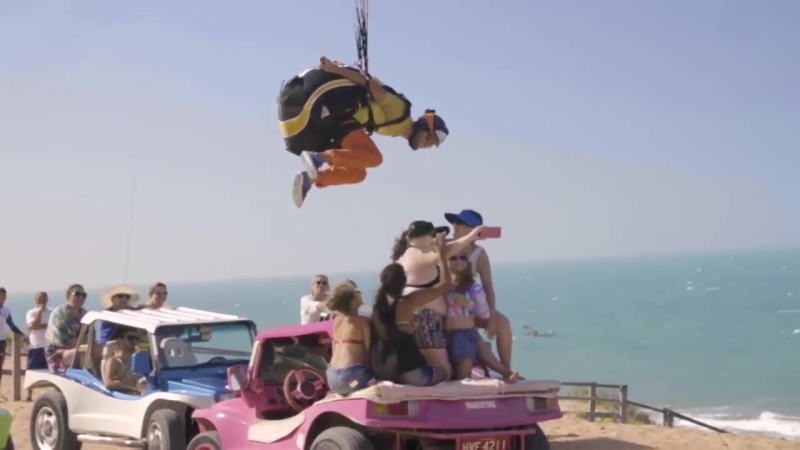Потрясающее видео от французского парапланериста