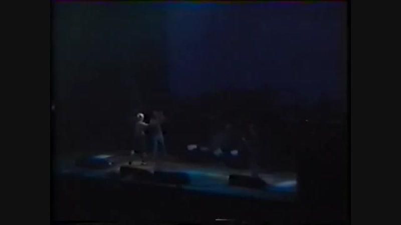 Flea on Drums, John Frusciante on Bass, Chad on Guitar (End Jam 1999)